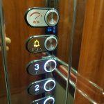 Εγκατάσταση ανελκυστήρα σε επαγγελματικό κτίριο στην Βουλιαγμένη